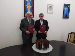 Academicianul Gheorghe Duca și primarul Ioan Pavăl în timpul semnării acordului de colaborare