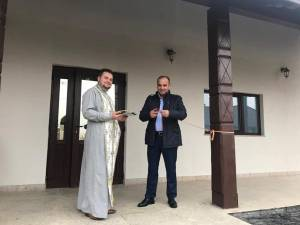 Primarul comunei Dărmăneşti, Dănuţ Chidoveţ, a inaugurat, recent, noul cămin cultural din satul Dănila