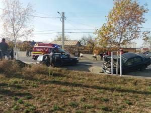 În urma coliziunii, cele două autoturisme au fost avariate