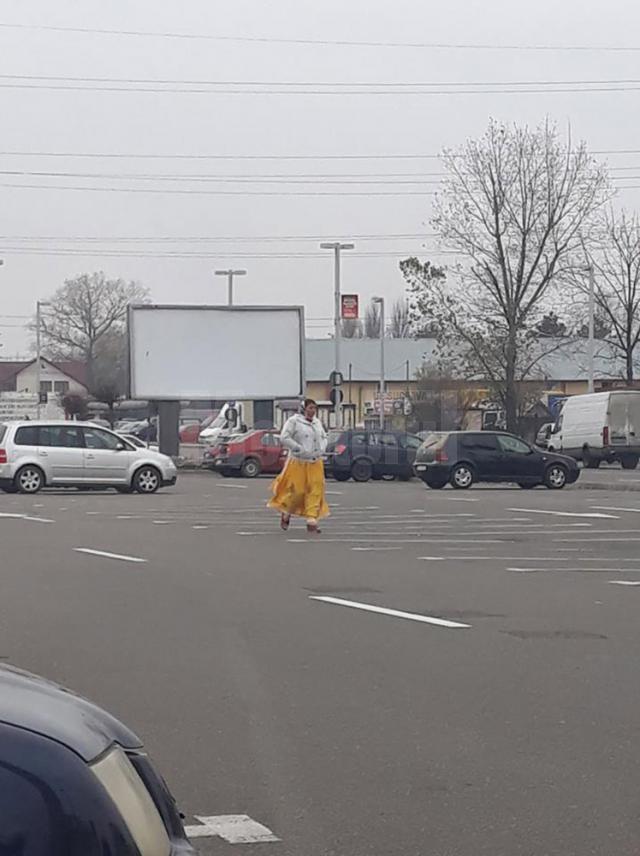 Femeia care a agresat-o ieri pe o suceveancă în parcarea centrului comercial