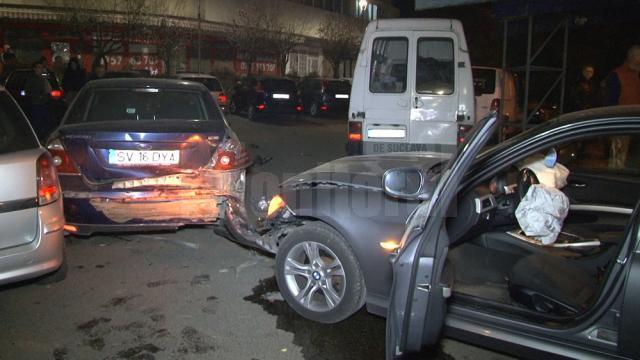 În carambol au fost implicate șase maşini, din care trei parcate
