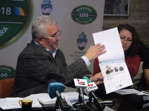 Primarul Ion Lungu a prezentat calendarul cu 15 pagini dedicat Centenarului Marii Uniri