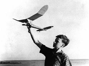 """""""Cursuri practice pentru construcţii de planoare şi avioane în miniatură"""""""