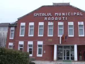Copilul a fost dus de mamă la Spitalul Municipal Rădăuți