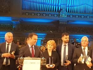 Trofeul și diploma aferente premiului au fost înmânate luni seara primarului Ion Lungu, în cadrul Galei AMR, de la Ateneul Român