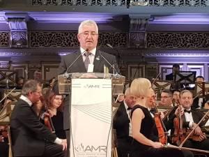 Trofeul și diploma aferente premiului i-au fost înmânate luni seara primarului Ion Lungu, în cadrul Galei AMR, de la Ateneul Român