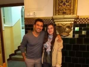 Scriitorul Yamen Manaï şi masteranda Ana-Maria Antonesei