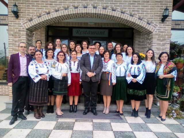 Cadrele didactice din învăţământul primar de la Liceul Tehnologic Cajvana au sărbătorit Centenarul cu ocazia Cercului Pedagogic al învăţătorilor