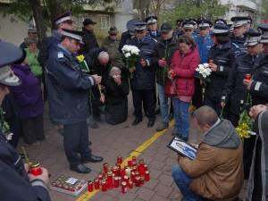 Comemorare cu flori şi lumânări a femeii accidentate mortal, miercuri, pe trecerea de pietoni