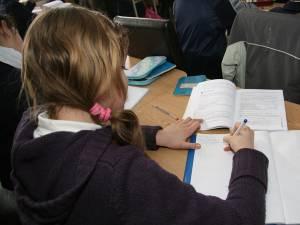"""Peste 4.500 de liceeni au fost declaraţi eligibili în programul """"Bani de liceu"""""""
