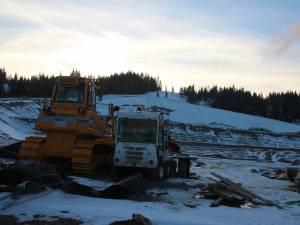 Autorizaţiile de construire pentru groapa de gunoi de pe Mestecăniş, suspendate parţial de Tribunalul Suceava