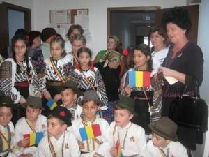 Elevii din Vama, în vizită la Căminul de bătrâni din Pojorâta