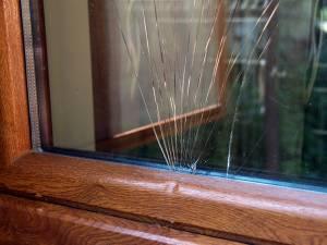 În mai multe cazuri, hoţii au pătruns pe geam