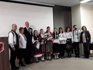 """Câştigătorii, de la Şcoala """"Miron Costin"""", alături de organizatori"""