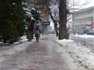 Gheaţă pe trotuare