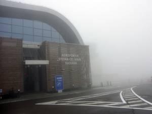 Vizibilitatea redusă din cauza ceţii dense a făcut imposibilă aterizarea şi decolarea avioanelor pe/de pe aeroportul Suceava