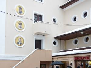 Personalităţi ale Unirii, imortalizate  pe peretele exterior al vilei