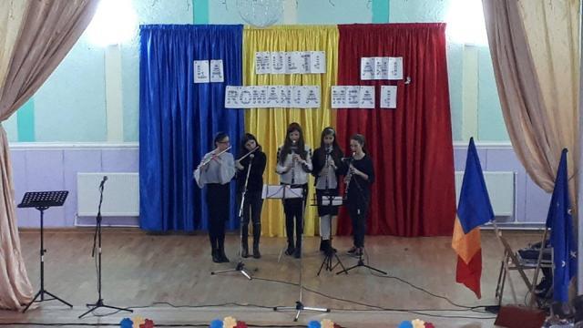Elevii şi cadrele didactice de la şcolile din Salcea, Văratec, Prelipca au sărbătorit recent Centenarul Marii Uniri şi Ziua Bucovinei