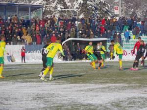 Aproximativ 600 de spectatori au asistat la partida Foresta - Bucovina, înfruntând gerul de afară