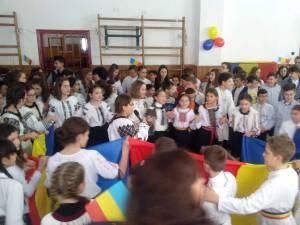 """1 Decembrie la Şcoala Gimnazială """"Petru Comarnescu"""" din Gura Humorului"""