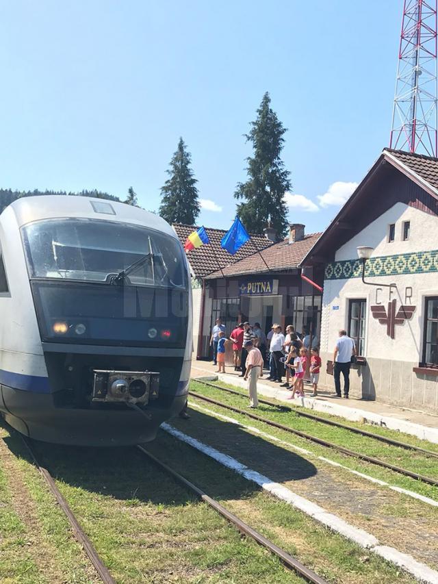 În privinţa trenurilor spre Putna, vor fi trei perechi pe zi, în loc de două, de luni până vineri