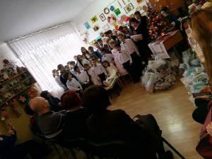 Program artistic cu poezii şi cântece de iarnă, colinde şi urături, la Centrul Şcolar de Educaţie Incluzivă Suceava