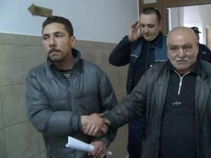 """Gheorghe Lazăr, zis """"Norocel"""", (stânga) a primit 10 ani de închisoare și tatăl său, Gheorghe Lazăr,  care a primit 12 ani şi 8 luni, la care se adaugă un rest de pedeapsă de 3.753 de zile, adică mai bine de 10 ani"""