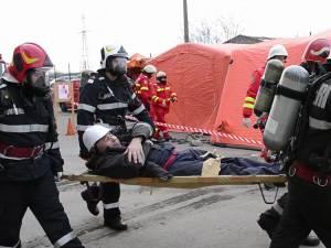 Imagini cu salvarea victimelor în timpul exerciţiului combinat