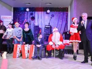 """Primarul municipiului Câmpulung Moldovenesc, Mihăiţă Negură, a adus daruri pentru trei dintre copiii beneficiari ai Asociaţiei """"Freamăt de Speranță"""""""