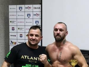 Rayko Levițchi alături de antrenorul său, Daniel Ungureanu, după meciul din gala de la Constanța