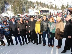 Alexandru Rădulescu (al doilea din dreapta) consideră ca noua pârtie va dinamiza foarte mult turismul în tot judeţul