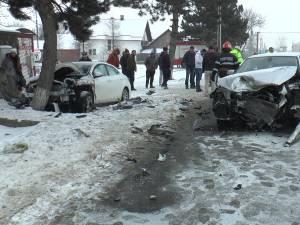 3 persoane au ajuns la spital, in urma impactului dintre cele 2 autoturisme