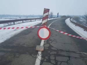 Podul de peste râul Suceava, de la Vereşti, a fost închis total circulaţiei rutiere începând cu ziua de miercuri, 9 ianuarie