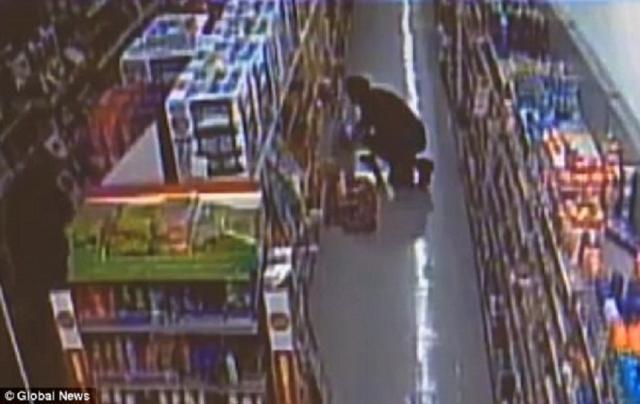 - Prins după ce a furat un aparat de ras şi un ceas dintr-un hipermarket