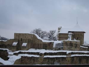 Cetatea Sucevei, inclusă ca element de siguranță în noile modele de paşapoarte puse în circulaţie de Poliţia Română