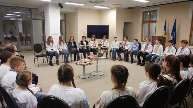 Elevi - voluntari în Centrul pentru Inovație, Voluntariat și Dezvoltare Comunitară (CIVIC) Jr. Moldovița, la Muzeul Bucovinei