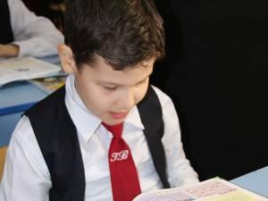 Andrei-Ionuţ Varvaroi, în vârstă de 11 ani, suferă de tetrapareză spastică