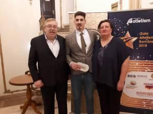Alin Firfirică, înacadrat de antrenorii Ioan Zanfirache și Daniela Costian