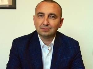 Cătălin Miron, consilier local PNL din Rădăuţi, îl acuză pe primarul Nistor Tatar că a gestionat deficitar banii din bugetul local