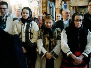 """Echipa """"10 pentru folclor"""" din Suceava, invitată în Maramureș"""
