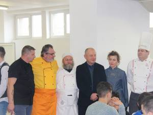 Cei cinci oameni care au făcut posibilă acţiunea de la Gura Humorului, împreună cu directorul Mihail Ciocoiu