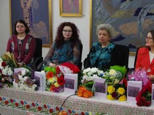 """Volumul """"Priveşte şi încearcă să vezi"""", semnat de Doina Cernica, lansat la Biblioteca Bucovinei"""