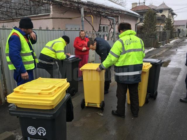 Pubele de gunoi, distribuite la casele din municipiul Suceava