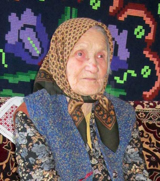 Fosta învăţătoare Viorica Hogaş, sărbătorită la împlinirea vârstei de 104 ani
