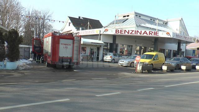 Un bărbat care a căzut într-un bazin al unei benzinării, salvat de pompieri în ultima clipă