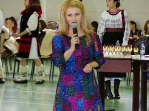 """Inițiatoarea proiectului """"10 pentru folclor"""", Mihaela Bârsan"""