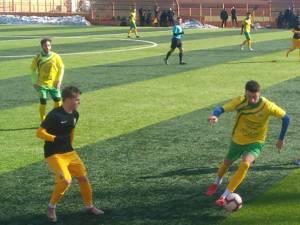 Pavel, la balon, a marcat golul sucevenilor. Foto Dan Esanu