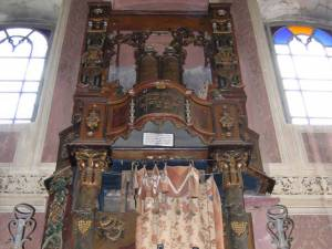 Chivotul sfânt de la Sinagoga din Siret Sursa: FCER
