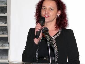 """Cristina Nechifor, C.N. """"Nicu Gane"""": """"Este un proiect important pentru noi. Pentru licee este foarte greu să țină pasul cu noutăţile din domeniul IT"""""""
