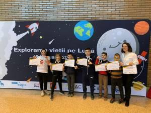 Echipa Filatronics Junior și prof. înv. primar Lionte Mariana, coordonatoarea echipei